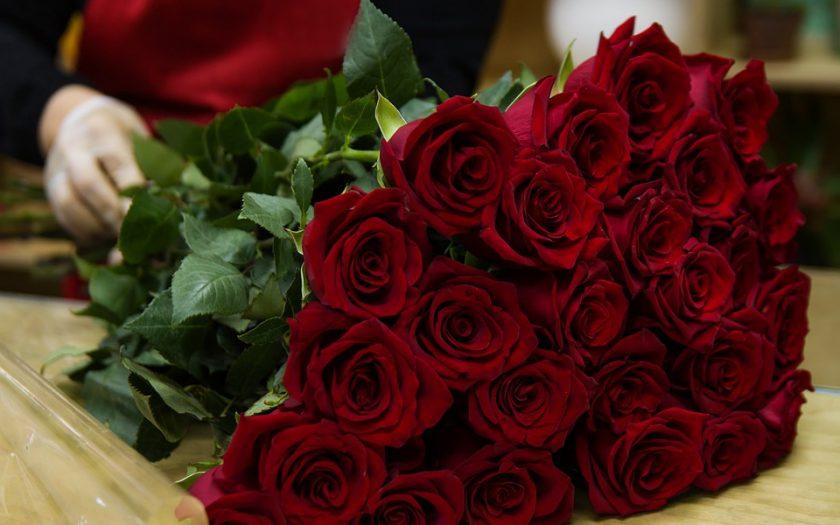 send Valentine flowers